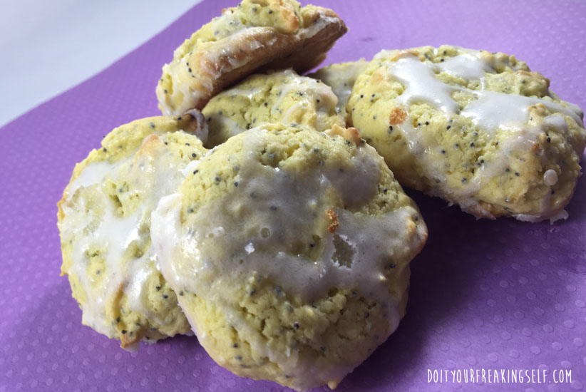 Soft, delicious, and EASY lemon poppy seed cake mix cookies. - Doityourfreakingself.com