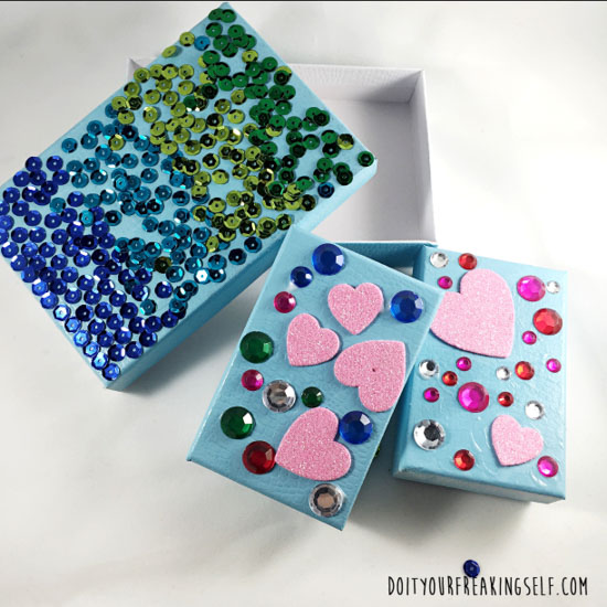 Make your own DIY Jewelry boxes. Great kids crafts for gifting and themed play dates. - doityourfreakingself.com
