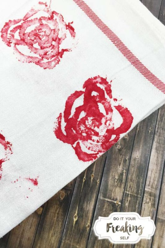 Use your left over Celery stalks to make these cute and easy Celery Rose Stamp tea towels for a unique and useful mother's day gift!