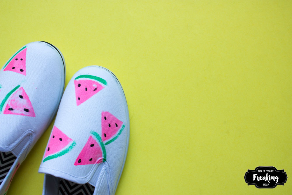 Feeling fruity? These DIY Watermelon Shoes are quick, fun fashion for your summer picnics! Easy potato stamp tutorial for great results!
