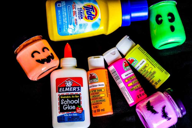 Create your own borax free Halloween Glow in the Dark Slime with only 3 ingredients! Fun for everyone and great for non-candy halloween favors!