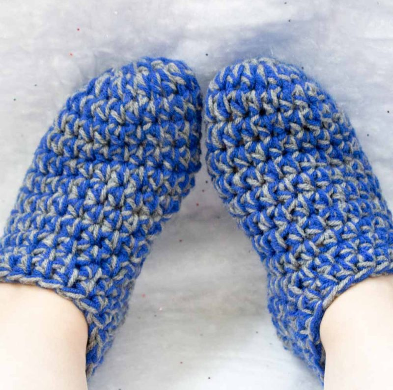 Keep your toes warm and toasty some fun and easy crochet slippers! A free pattern for beginners and experts alike for a quick seasonal project! | Do It Your Freaking Self