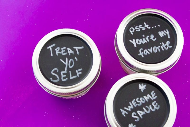 In a pinch for a gift? Try a simple 2 ingredient diy sugar scrub that is sure to please! Hostess gift   teacher gift   mary kay satin hands   Christmas   Do It Your Freaking Self