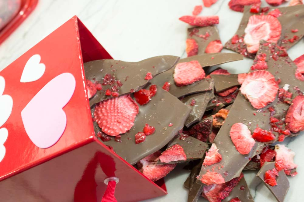Treat Yo' Self and your Galentines to some delicious strawberry candy bark! Just in time for a delicious treat for valentines day!