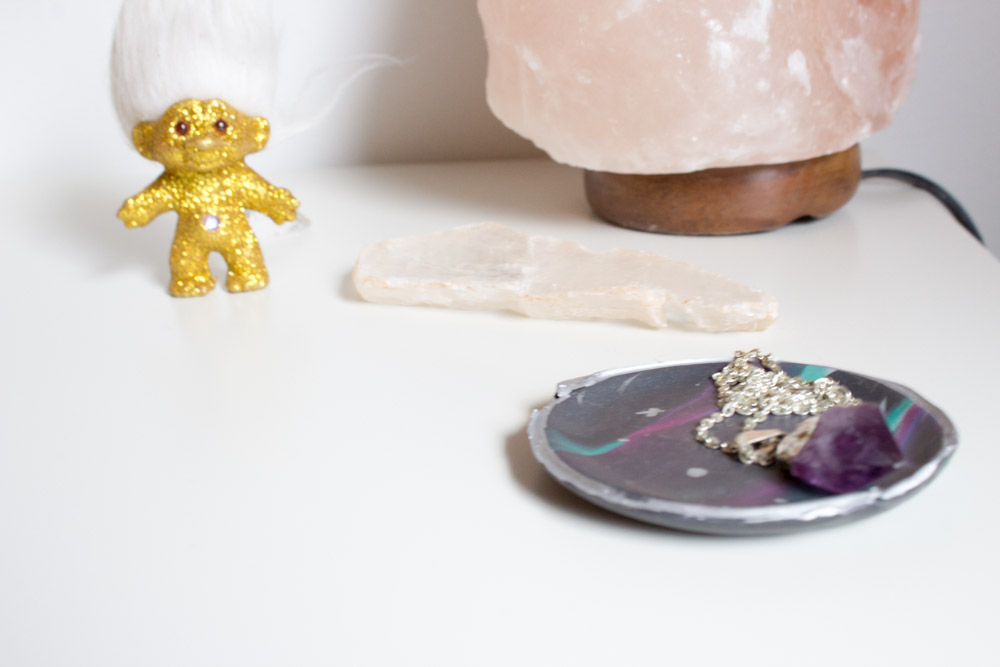 Looking for a fun way to store your jewelry in sight? Create this marbled galaxy jewelry dish and do it your freaking self! | polymer clay | Ring tray | marbled clay | galaxy | Universe | Space