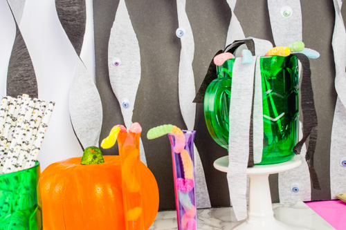 Make your own Easy Halloween with some streamers and googly eyes! Check out this simple tutorial for a fun table prop or photo backdrop. Great for bloggers, instagram backgrounds and halloween parties!
