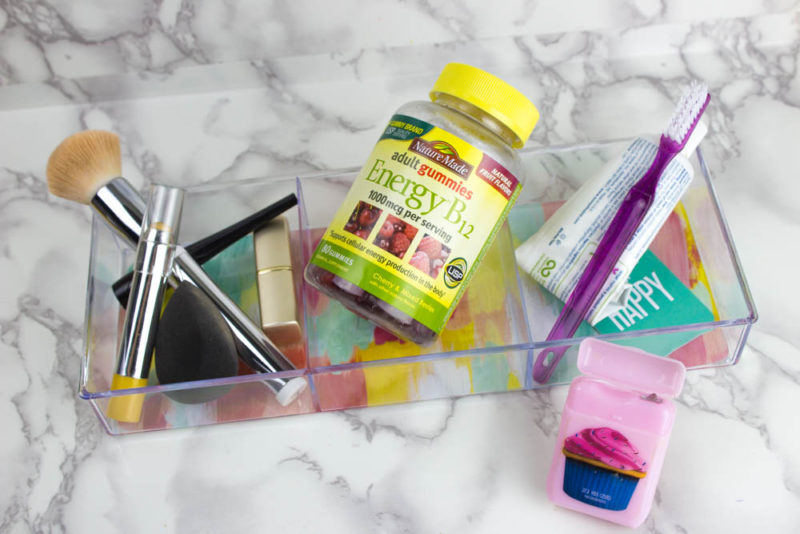 Keep the important things on your bathroom counter front and center with this customizeable Easy Vanity Organizer! - #homedecor #organization #agummyyoucantrust