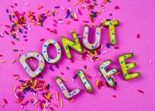 California Donut Magnets - Do It Your Freaking Self | #LetterMagnets #CaliforniaDonuts #kidscrafts| Letter Magnet Idea | #Magnet