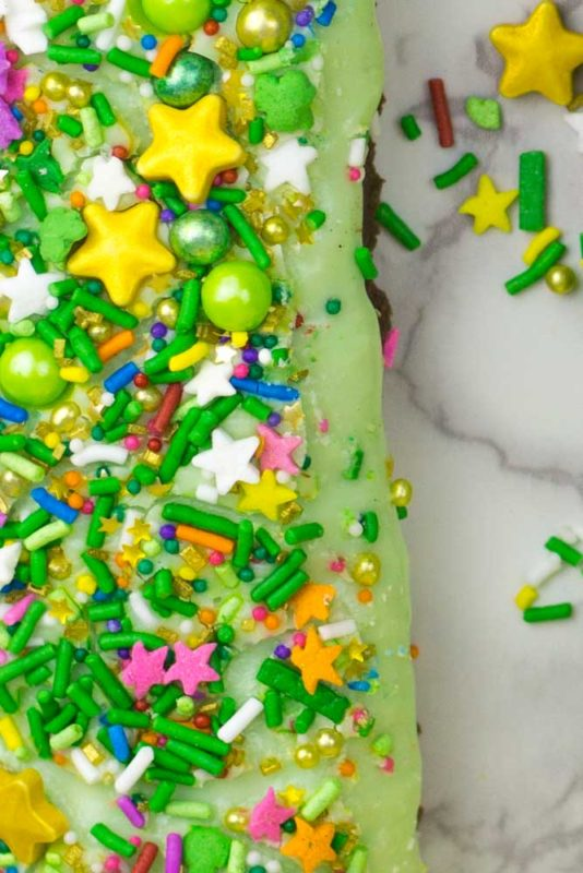 A fun and festive dessert for Saint Patrick's day? Minimal time in the kitchen? Yes please! Check out this super Easy Leprechaun Peppermint Fudge Recipe!