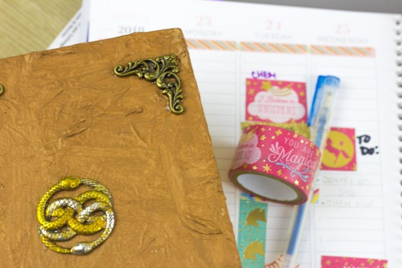 Add some geek chic to your home with this Neverending Story Book Box! #Geekcrafts