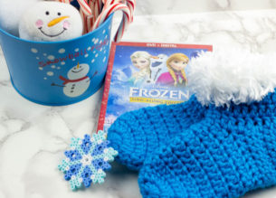 Keep your princess feet cozy this winter with some comfy crochet Elsa inspired Frozen Adventure Slippers!